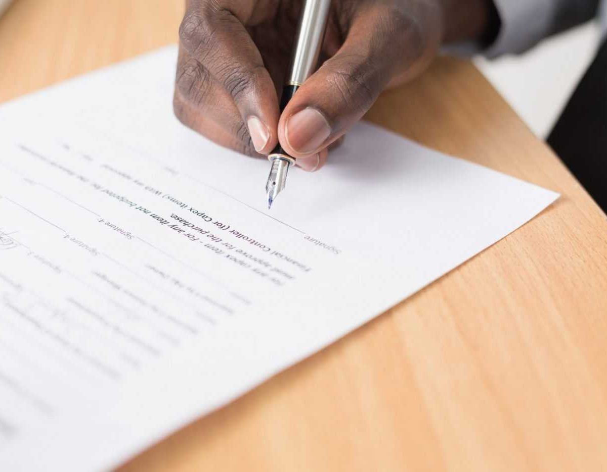 Read the fine print before you sign any contract in order to avoid NJ moving scams